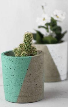 Concrete Crafts, Concrete Art, Concrete Projects, Pots D'argile, Beginner Pottery, Flower Pot Design, Concrete Sculpture, Beton Diy, Cement Pots