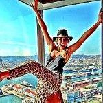 BARcelona fun, Refaeli coi pantaloni leopardati