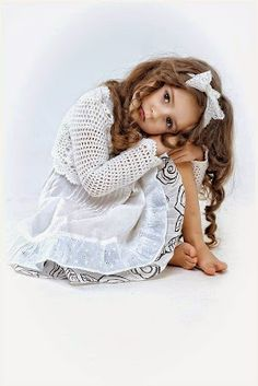 little girl poses - Bing images So Cute Baby, Baby Love, Cute Kids, Cute Babies, Precious Children, Beautiful Children, Beautiful Babies, Fashion Kids, Girl Photography