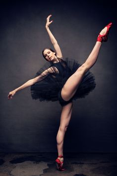 Skin Tight: 10 Superhuman Trainers on Their Killer Workouts Dance Photos, Dance Pictures, Mary Helen Bowers, Dance Photography Poses, Ballet Pictures, Ballet Beautiful, Ballet Dancers, Ballerinas, Skin Tight
