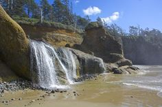 Beach waterfall in Oregon! Hug point oregon Hug Point Trail is just over a mile, and located near Tolovana Park, Oregon. Oregon Vacation, Oregon Road Trip, Oregon Travel, Vacation Spots, Vacation Ideas, Oregon Coast Roadtrip, Travel Portland, Oregon Beaches, Oregon Waterfalls