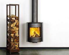 We have the Stuv 30 Compact in the showroom In Wadebridge which has all the same features as this brilliant rotating stove. House Extension Design, Glass Extension, House Design, Stove Fireplace, Fireplace Design, Modern Fireplace, Seasoned Wood, Traditional Fireplace, Solid Doors