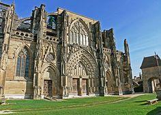 Abbaye de Saint-Antoine-l'Abbaye - Isère. Façade occidentale, Gothique.