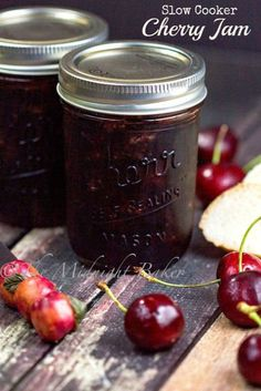 Slow Cooker Cherry Jam - The Midnight Baker - Food: Veggie tables Cherry Jam Recipes, Jelly Recipes, Fruit Recipes, Nutella Recipes, Dried Cherry Jam Recipe, Cherry Freezer Jam, Sour Cherry Jam, Cherry Cherry, Drink Recipes