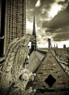 13 Eerie Photos of Gargoyles & Grotesques