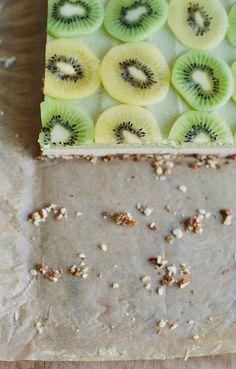 my darling lemon thyme: raw kiwifruit + ginger 'cheesecake'.