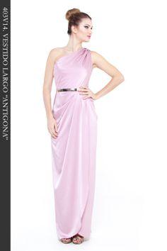 """Vestido Largo en tejido satén color rosa. Cuerpo desnivel. Aplicación cinturón dorado. Ref. 403V14 """"Antigona"""""""