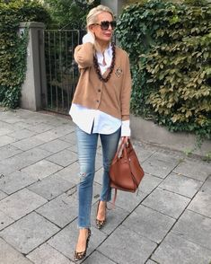 Ideas clothes for women over 50 outfits over 50 casual for 2019 Mode Outfits, Chic Outfits, Spring Outfits, Fashion Outfits, Fashion Trends, Instagram Outfits, Over 50 Womens Fashion, Fashion Over 50, 50 Style