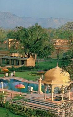 Great Mahals and Forts make Rajasthan a unique tourist destination on the planet. Monuments, heritage culture, art and crafts and local food are few things to do when you are in #Jaipur .