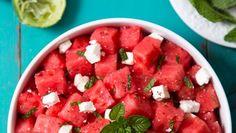 Meloensalade met munt | Gezondheidsnet Watermelon, Salsa, Mexican, Health, Ethnic Recipes, Food, Health Care, Essen, Salsa Music