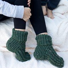 Free Knitting Pattern for Easy Flat Knit Slippers - Knit slippers pattern - Knitted Socks Free Pattern, Baby Knitting Patterns, Knitting Socks, Free Knitting, Vogue Knitting, Crochet Socks, Knitting Machine, Free Crochet, Knit Crochet