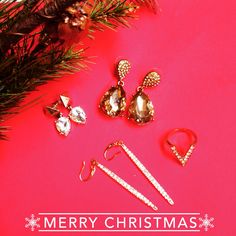 The best gifts come from the heart and in Red Queen!We wish a Merry Christmas from the bottom of our heart. Thanks for a wonderful year!!! #Fashion #jewelry #girl #repost #regram #love #chic #fashionista #instagood #igdaily #follow #photooftheday #beautiful #potd #lotd #ootd #like #instadaily #instalike #style #accesories #ring #webstagram #woman #mexico #shop #shiny #onlineshop #happy #bling
