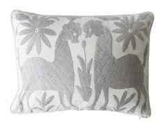 Gris de otomí de almohada. Decorativo de la almohadilla. Artesanal hecho. México.