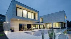 Cette villa est située dans la ville de Decin en République Tchèque, elle a été réalisée par le studioPha Vous l'aurez remarqué, le marbre est très présen