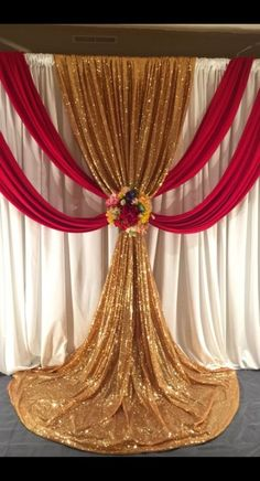 Wedding ceremony backdrop red and gold draping Wedding ceremony backdrop red and gold draping Wedding Stage Decorations, Wedding Ceremony Backdrop, Backdrop Decorations, Wedding Draping, Party Kulissen, Decoration Evenementielle, Stage Curtains, Gold Backdrop, Mehndi Decor
