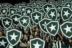Torcida do Botafogo F.R. no estadio Nilton Santos .. destaque no site da FIFA pela beleza da festa e dos escudos..diga-se de passagem lindo...!!!