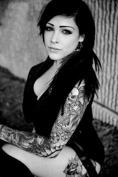 40 sexy girls with skull tattoos Tattoo Girls, Sexy Tattoos For Girls, Girl Tattoos, Tattoos For Women, Tattooed Women, Inked Men, Inked Girls, Skull Tattoos, Body Art Tattoos