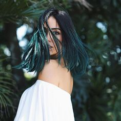 Azul ou Verde? Eis a questão. Thanks por transformar meu hair num arco írissss sem perder o brilho e movimento, @jehdannemann, the best! @luizaferraz