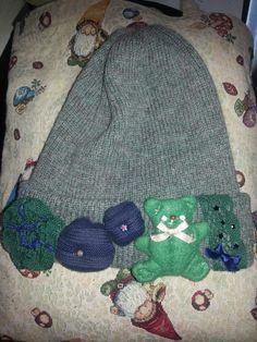cappellino con applicazioni