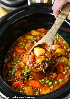 This Slow Cooker Oxtail Stew is hearty mouthwatering and incredibly tender! Oxtail Recipes, Slow Cooker Recipes, Crockpot Recipes, Soup Recipes, Recipies, Oxtail Stew Slow Cooker, Oxtail Soup, Smothered Oxtails Recipe, Easy Eat