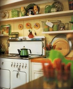 Tangerine bench tops just like mine! Shabby Chic Interiors: Una cucina molto personale