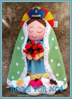 Nossa Senhora Estilizada Felt Ornaments, Holiday Ornaments, Christmas Nativity, Christmas Crafts, Felt Crafts, Diy And Crafts, Homemade Baby Gifts, Catholic Crafts, Santa Doll
