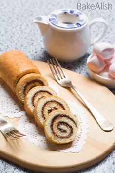 This fluffy cake roll is wrapped with creamy Nutella and taste absolutely divine. Nutella Swiss Roll is an easy, delicious cake recipe you must try. Roll Cake Recipe Vanilla, Cake Roll Recipes, Delicious Cake Recipes, Yummy Cakes, Dessert Recipes, Fudge Recipes, Amazing Recipes, Nutella Recipes, Caramel Recipes