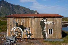 Jeg har veggen på huset hjemme, men har jeg naboene og kona etter utsmykningen...? #dolk #art