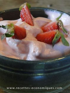 mousse fraises thermomix Meringue Desserts, Ww Desserts, Mousse Dessert, Thermomix Desserts, Feel Good Food, Vegan Ice Cream, Cooking Chef, Brunch, Food And Drink