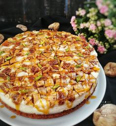 A delicious cake that will taste on your palate! Caramel cake with figs - Cake Pasta Cake, Fig Cake, Happy Kitchen, Mini Cheesecakes, Hawaiian Pizza, Popular Recipes, Yummy Cakes, Sweet Recipes, Good Food