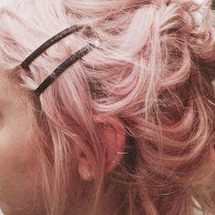 Pink hair and sparkly Van De Maele Van De Maele Bangle.do Bobby Pins Show No Mercy, Just Kids, Karin Uzumaki, Blake Steven, Accel World, Himiko Toga, Piercings, Character Aesthetic, Black Glitter