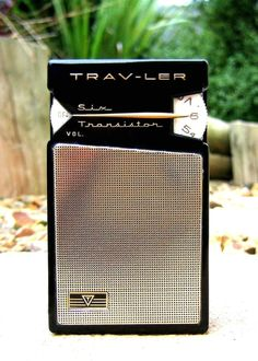 TRAV-LER TR-600 - Focusing on the design of pocket transistor radios manufactured during the 1950's & 1960's!