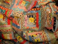 Log Cabin Feedsack Quilt Top - this feels so familiar - I thought for a moment it was one of mine! Old Quilts, Antique Quilts, Scrappy Quilts, Vintage Quilts, Sampler Quilts, Patchwork Quilting, Hand Quilting, Vintage Fabrics, Log Cabin Quilts