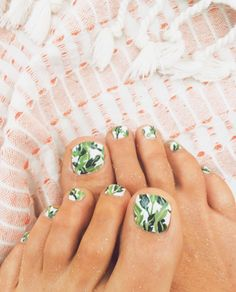 Banana Leaf Print toes. Swoon.