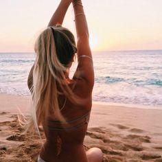 te daremos unos importantes tips para que puedas cuidar tu cabello mientras que estas en la playa y la piscina. Recuerda tener especial énfasis en medidas