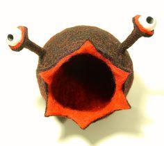 *Eine neue Art Kleinkramfresser wurde entdeckt!!!*  Genauso praktisch, genauso liebenswert wie ihre Artverwandten, jedoch mit *noch mehr Durch- und Überblick!   Gucki Glubbsch, bewacht alles was man ihr zu fressen gibt!   Auch auf euren Kleinkram würde sie gerne ein Auge werfen!