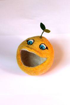 felted monster citrus Zitronenmonster Sunniiie ist ganz wild auf all die kleinen Schätze die in seinen Bauch super Platz finden und so nicht mehr im Nirgendwo des Chaosu...
