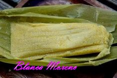 Ecuadorian food - Humitas * made out of corn .It is difficult to describe humitas to someone that have never tried them. are tender corn stuffed with cheese and steamed. The Taste is like a corn souffle. Mexican Food Recipes, Snack Recipes, Cooking Recipes, Spanish Recipes, Vegetarian Recipes, Corn Souffle, Corn Tamales, Pesco Vegetarian, Farmers Cheese