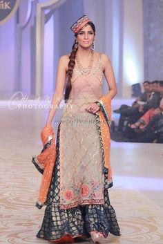 Yasmin Zaman Bridal Dresses at Bridal Couture Week 2013 002 Shadi Dresses, Pakistani Formal Dresses, Pakistani Outfits, Indian Dresses, Indian Outfits, Pakistani Couture, Indian Couture, Ethnic Fashion, Asian Fashion