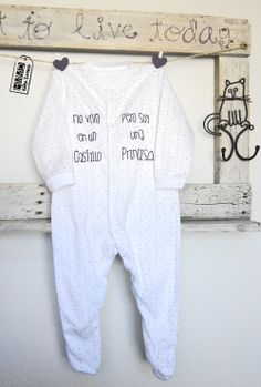 Pijamas con frases para bebés by HMMD Handmademaniadecor, regalo para el día del padre o para recién nacido. Baby pijamas with phrases by HMMD, ideal for gifts