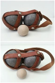Vintage jeu de boules setje met echt lederen houder.   Afm. 16 x 8 x 8 cm € 18,00  www.facebook.com/stoeruhzaken.nl