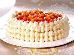 The Hirshon Finnish Cloudberry Cake - Lakkakakku - ✮ The Food Dictator ✮ Finnish Cake Recipe, Finnish Recipes, Baking Recipes, Cake Recipes, Dessert Recipes, Köstliche Desserts, Delicious Desserts, Finland Food, Scandinavian Food