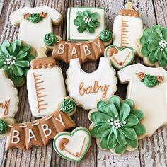 A neutral baby shower set. ❤️ #rockchickcookies . . . #babyshowercookies #neutralbabycookies #cookiesofinstagram #dfwcookies #dfwbakery #dfwbaker #dallascookies #dallasbaker #dallasbakery Baby Shower Boho, Deco Baby Shower, Cute Baby Shower Ideas, Gender Neutral Baby Shower, Baby Boy Shower, Shower Set, Baby Shower Safari, Baby Shower Decorations Neutral, Baby Cookies