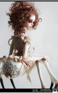 Elizabeth Doll Chateau 1/4 girl super dollfie size MSD bjd #DollChateau  ___________ spider doll ... holds little skull of her dear love .... oh my! ...