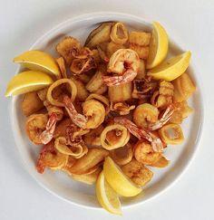 comida española: gambas y calamares fritos. #CERRAJEROSCALPE