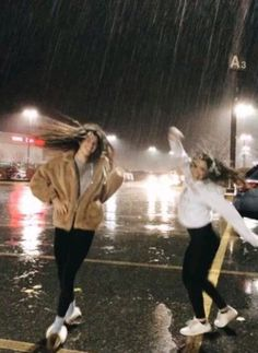 bff bucket list 💗 ◦ take a road trip  ◦ pull an all nighter togeth… - At Home Spa Day Ideas and Recipes 2020 Bff Pics, Photos Bff, Cute Friend Pictures, Friend Photos, Funny Pictures, Film Marathon, Best Friend Fotos, Best Friend Pics, Best Friend Photography