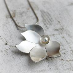Colgante plata y collar de perlas colgante de plata por moiraklime, $132,00