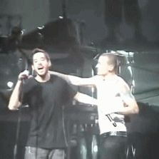 tumblr_ljidxfba8h1qcg6sm.gif (223×223) (Linkin Park; RIP Chester)