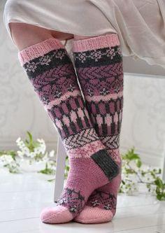 Fair Isle Knitting, Loom Knitting, Knitting Socks, Hand Knitting, Knit Mittens, Crochet Slippers, Knit Crochet, Knit Art, Sexy Socks