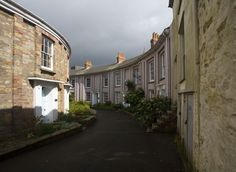 Walsingham Place - Truro by chris_l / cornwalls.co.uk (One of Truro's Georgian highlights, Walsingham Place. There were originally railings in front of these houses but they were melted down as part of the war effort.)